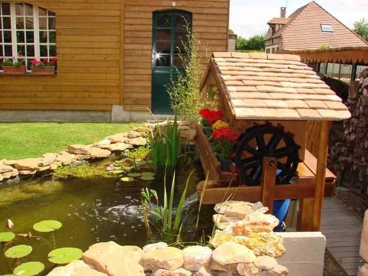 cacher un filtre de bassin de jardin